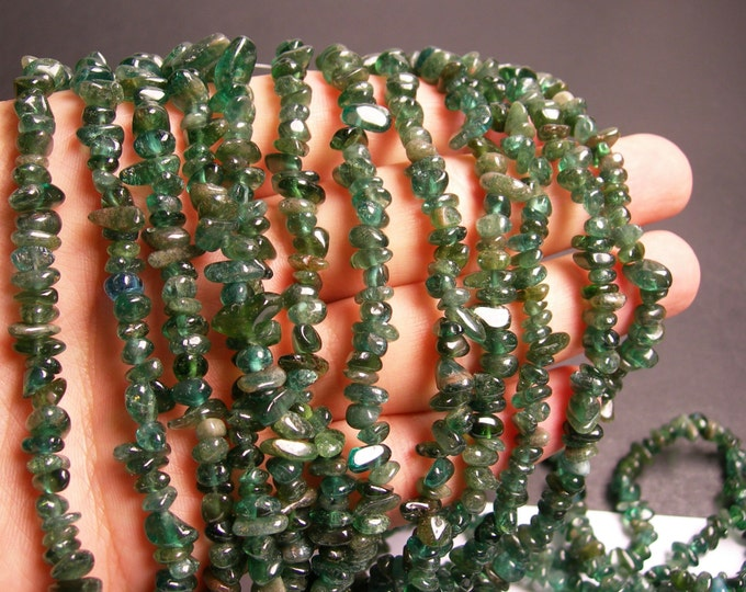 Green Apatite -  gemstone pebbel chip - 36 inch - PSC27