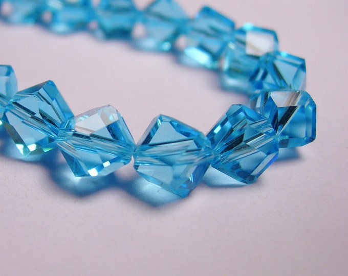 Crystal faceted cube  -  70 pcs - full  strand - 6 mm - A quality - light blue - corner drill