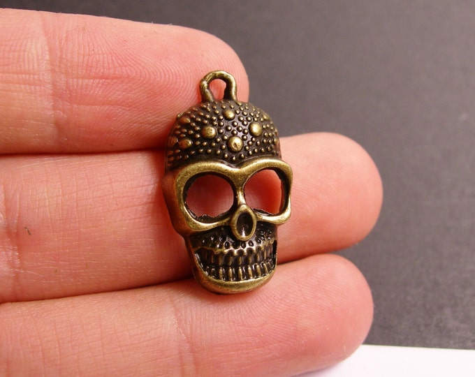 6 Skull charms - 6 pcs antique brass bronze skull charms-  BAZ79