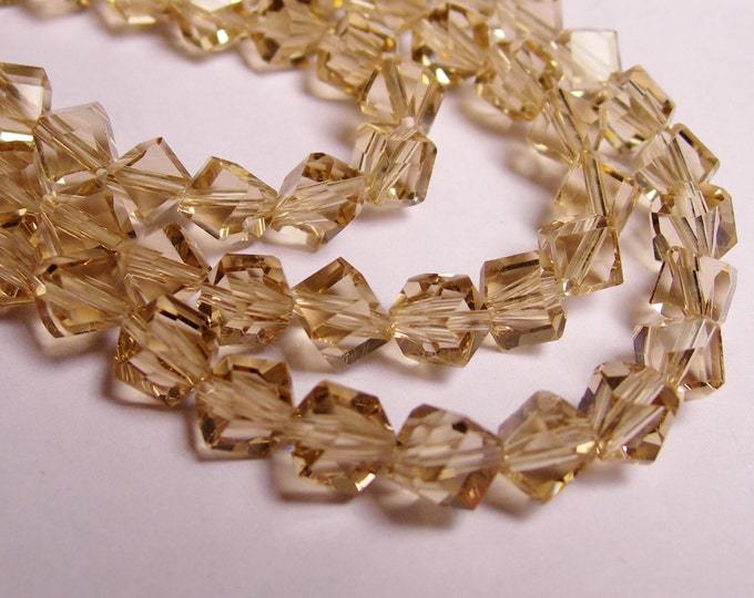 Crystal faceted cube  -  70 pcs - full  strand - 6 mm - A quality - topaz color - corner drill