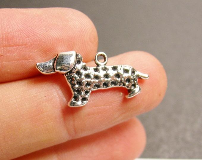 6 Dachshund dog charms - 6 pcs - Dachshund  silver tone charms - ASA135