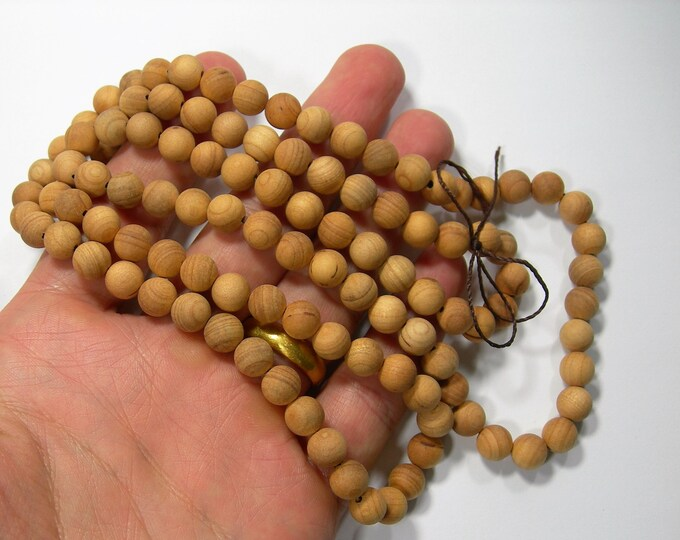 Wood - 8 mm round beads - full strand - 108 beads - Taxus baccata - RFG2273
