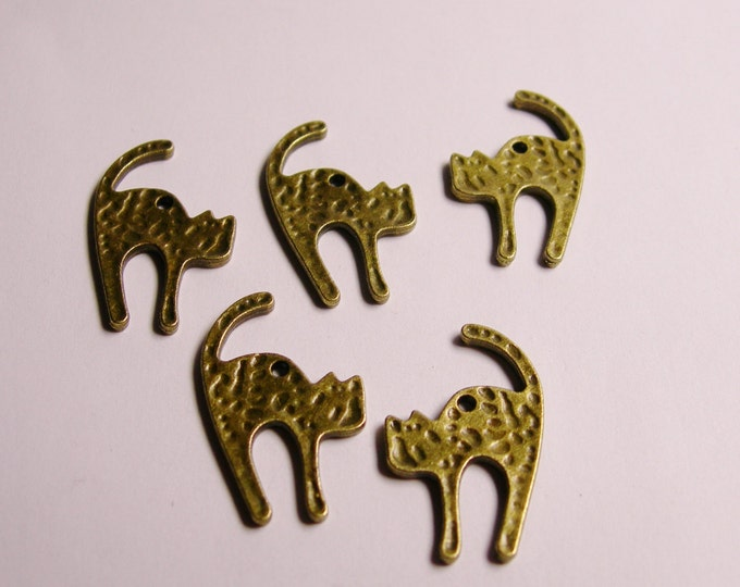 12 pcs cat charms - antique brass -  two sided - cat charms - ZAB6