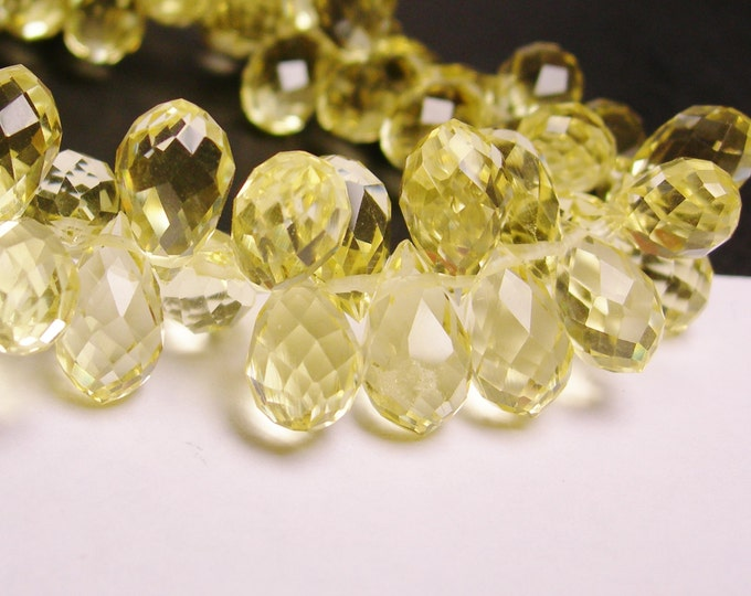 Faceted teardrop crystal briolette beads - 24 pcs - 12mm by 8mm - top sideways drill - lemon quartz color