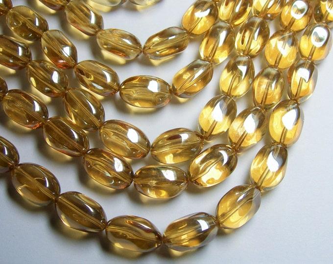 Crystal nugget - 15 pcs - 20mm x 13mm - yellow topaz color - CRV135