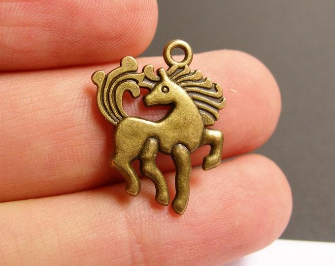 12 Horse Charms - 12 pcs antique brass bronze  Pegasus charms -  BAZ88