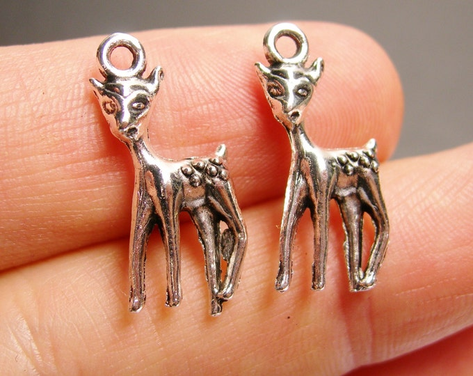 12 deer charms -  12 pcs - deer silver tone charms - ASA128a