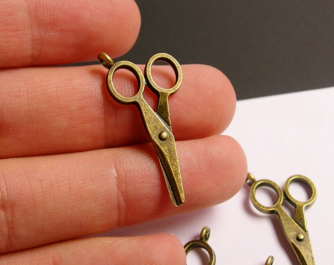 12 Scissor charms  - antique bronze - antique scissor charms - 31mm x 16mm  - ZAB9