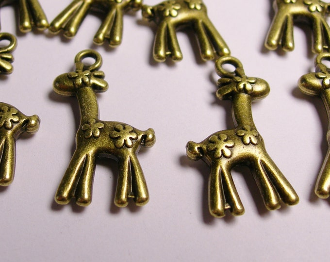 12 Giraffe charms - 12 pcs - brass color -  Hypoallergenic - BAZ1