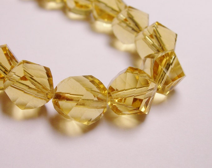 Crystal faceted twisted nugget 9 mm beads - 70 beads - AA quality - yellow topaz - Full 26 inch strand