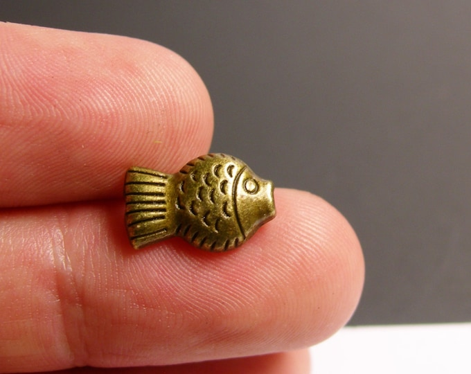 Fish beads - brass color - hypoallergenic- 20 pcs - antique brass fish beads -  ZAB12