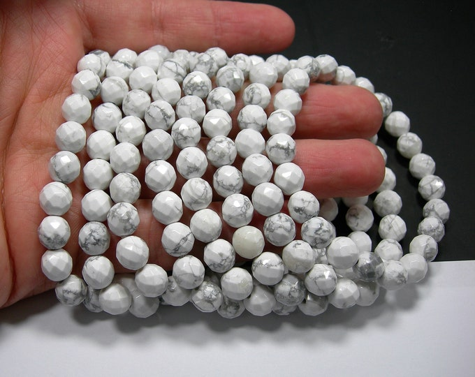 White Howlite turquoise - 8 mm faceted round beads - 23 beads - 1 set - HSG281