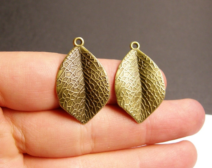 Leaf charms - 12 pcs - antique bronze leaf - brass leaf charms - BAZ51