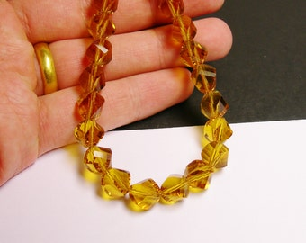 Crystal faceted twisted nugget 9 mm beads - 70 beads - AA quality - yellow amber color - Full 27 inch strand