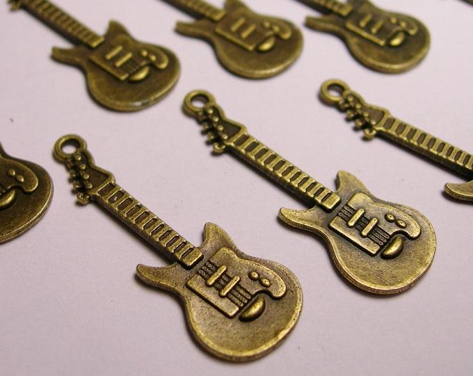 24 Guitar charms- 24 pcs - bronze - brass - Guitar - baz14