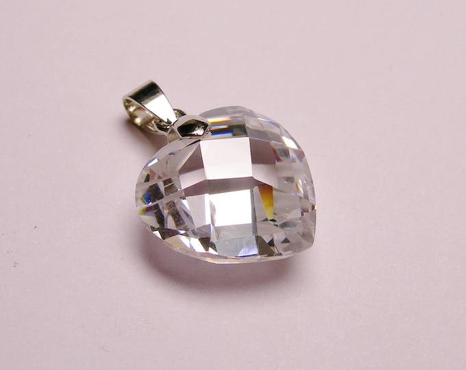 Crystal - heart pendant -  focal piece - faceted - 1 pcs
