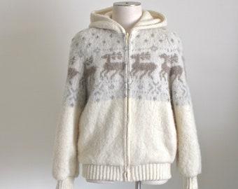 Vintage Icelandic Sweater Jacket . 1980s Hilda Ltd Ivory Wool with Reindeer    Nordic Design Coat Made in Iceland . Size Large b5c8e051d