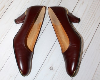 f6d699c9f90 Vintage ETIENNE AIGNER Leather Pumps . 1980s Burgundy Quality Italian  Leather High Heels with Gold trim . Made in Italy . Size 10