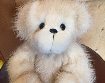 CREAM PUFF: a handmade jointed teddy bear from Jazzbears
