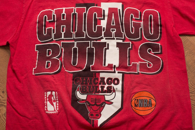 fcc90406486a90 Chicago Bulls Logo T-Shirt Michael Jordan Era Graphic Tee