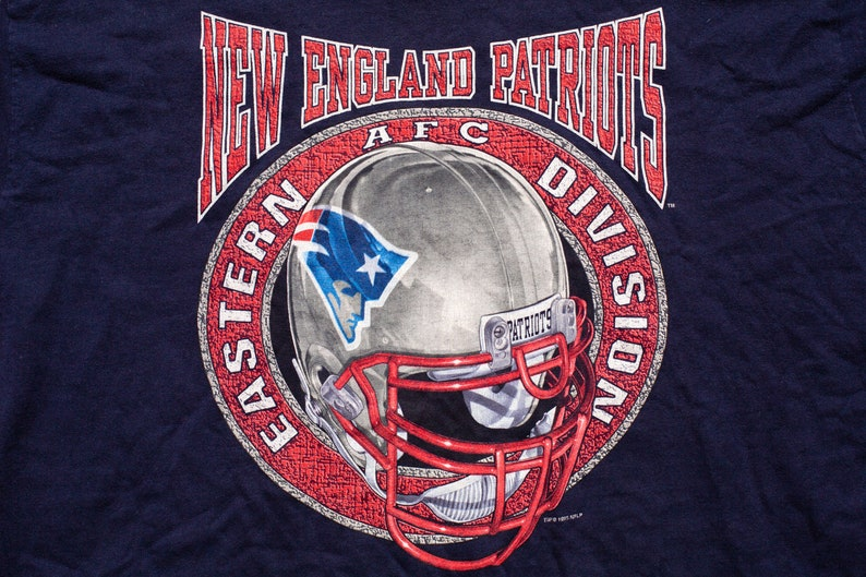 23939c39 New England Patriots T-Shirt, XL, Logo Helmet Graphic Tee, Vintage 1990s,  Pro Player, Made in USA, NFL Football Team Apparel