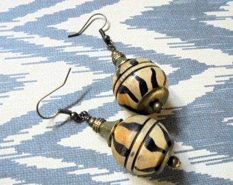 Round Tan and Black Carved Horn Earrings (2813)