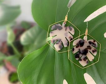 Tortoise shell earrings, Monstera earrings, Plant earrings, Leaf earrings, Boho dangle earrings, Hypoallergenic jewelry, Gifts for mom