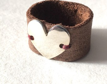 Sterling silver heart & leather ring size 8