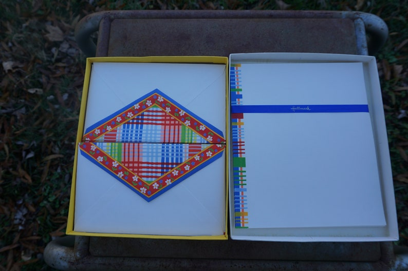 Hallmark vintage Stationery box of stationery  9 decorated sheets of paper; 11 plain sheets of paper; 11 decorated envelopes letter writing
