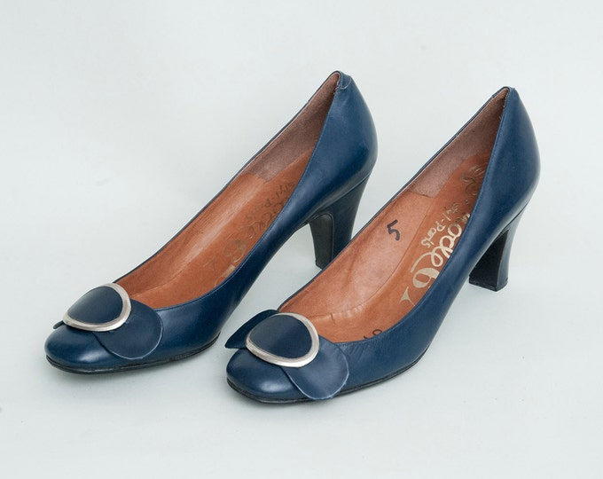 Size 5 Narrow Dark Blue Mod  high heels pumps Nos vintage
