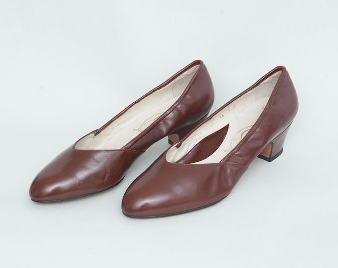 Size 8 NOS Vintage Brown low heels pumps