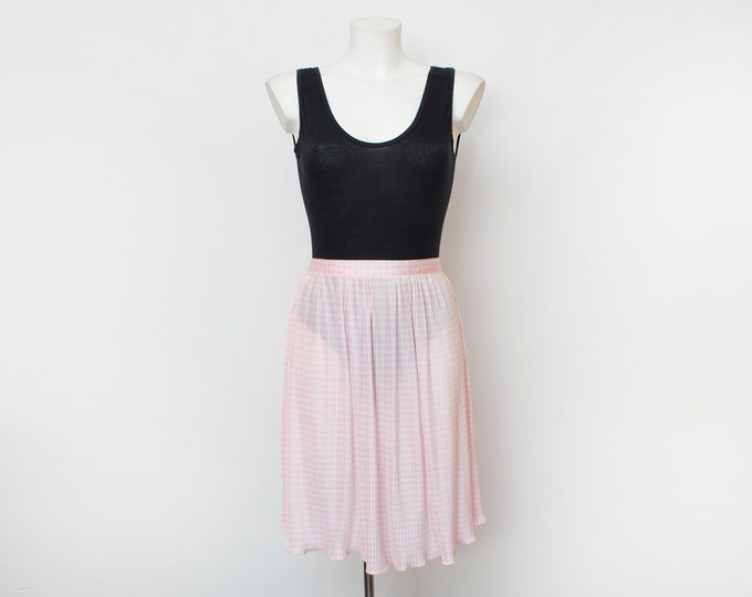 Pink skirt Dead stock  vintage Size S M