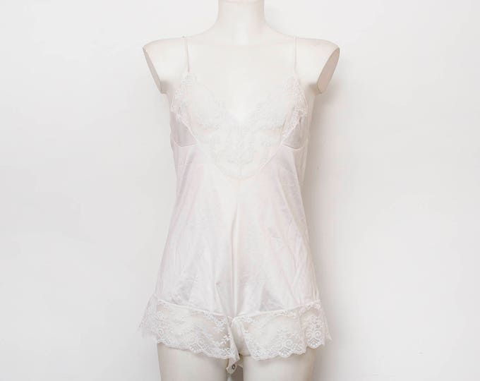 White teddy lace dead stock Vintage size XS