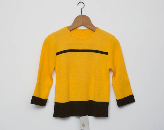 Sweater NOS vintage yellow Vneck sweater