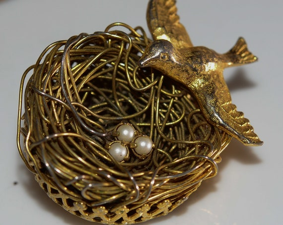 1962-1963 Jeanne Costume Jewelry Bird Nest Brooch with faux pearls Popular in the 60s Delicate Bird with wire nest pin.