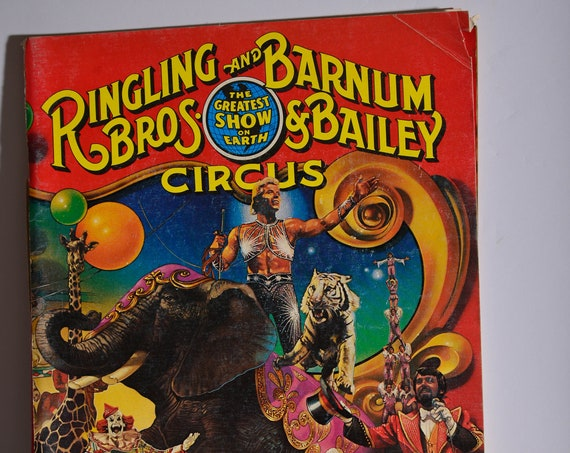 1981 Ringling Barnum Bailey Brothers Circus magazine with intact Centerfold of Circus horses Memorabilia