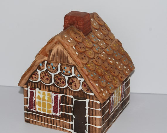 Vintage 1960-70 Gingerbread Cookie Jar Christmas Made in Japan Pottery Cabin shaped