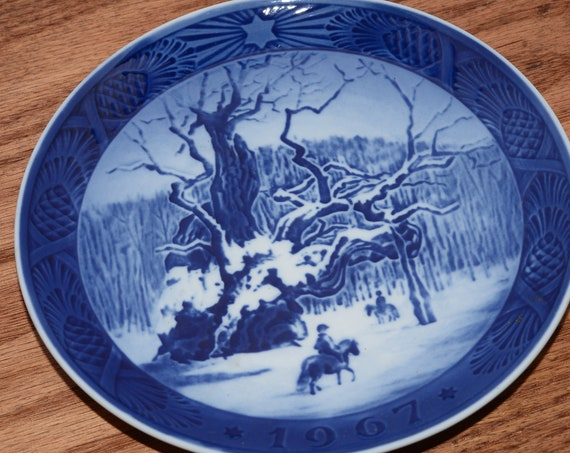 Royal Copenhagen Christmas Plate 1967 The Royal Oak Decorative Blue And White Plate Oak Tree Snow Scene Horse in the Snow