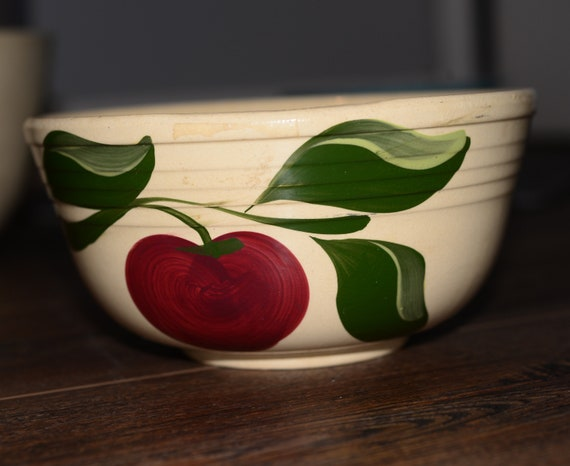 Watt 07 Bowl Apple Ribbed Pattern 3 Leaf Pre 1958 Pottery Yellow Ware Nesting Mixing Bowl