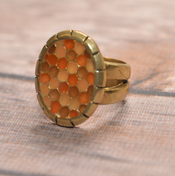 Size 9 Chunky Honecomb pattern inlaid Ring Coral, Orange Gold tone, modern, signed Arrow and WP Large Statement Ring