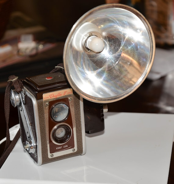 Vintage Kodak Duraflex Camera Made into a Lamp , Light, Night Light Camera lovers Shelf Sitter with a Purpose Upcycled, recycled reused