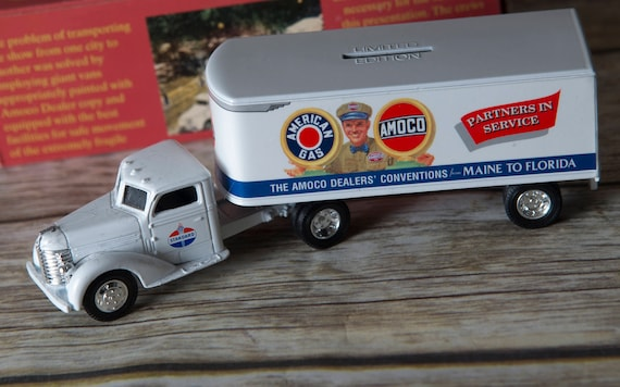 Amoco Diesel Gas Tanker Oil Tanker 1948 Diecast bank model toy Ertl Toys 1993