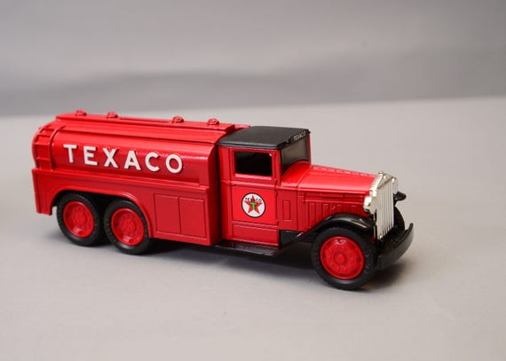 ERTL Truck Texaco Die Cast Bank, 1930 Diamond T Number 7 in  the series