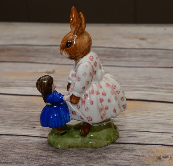 Dollie Bunnykins Playtime 1972 Royal Doulton Figurine Bunny with baby Doll porcelain D88