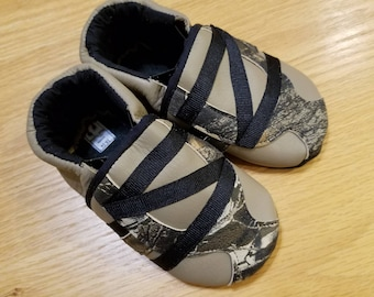 1401bf533d2a4 baby boy shoes realtree camo zig zag 18-24 months (size 6) mud turtles