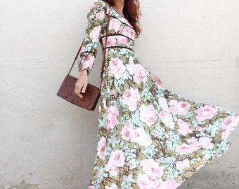 3a460916281 Lamé or des années 1970 sur roses rose et vert floral maxi robe SZ S poète  manches