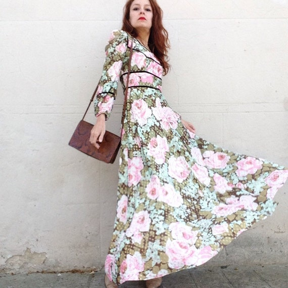 1970s gold lamé on pink roses and green floral max