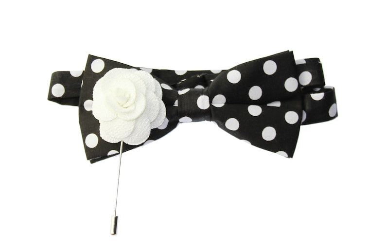 New Men/'s Navy Blue /& Pink Dots Pre-Tied Bow Tie /& Pink Floral Lapel Pin