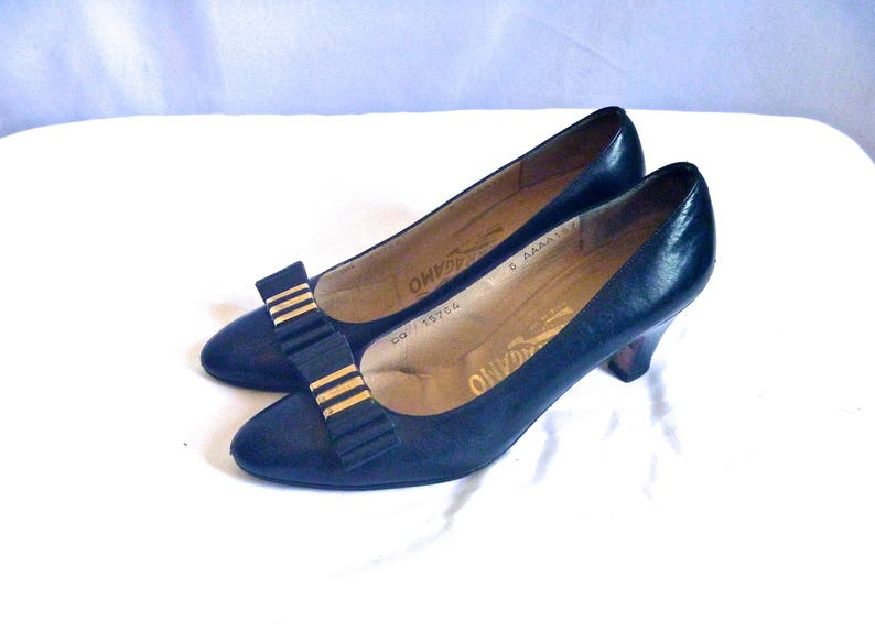 6663bd4d068bf Designer Vintage Navy Leather Ferragamo Kitten Heels with Brass and Leather  Vara Bow Clip Size 6 AAAA