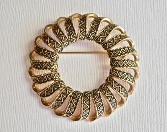 Vintage Emmons Brooch Wreath Brooch Goldtone Damascene Scroll Signed Vintage Jewelry Large Retro Regency Antique Brooch Pin Vintage Jewelry